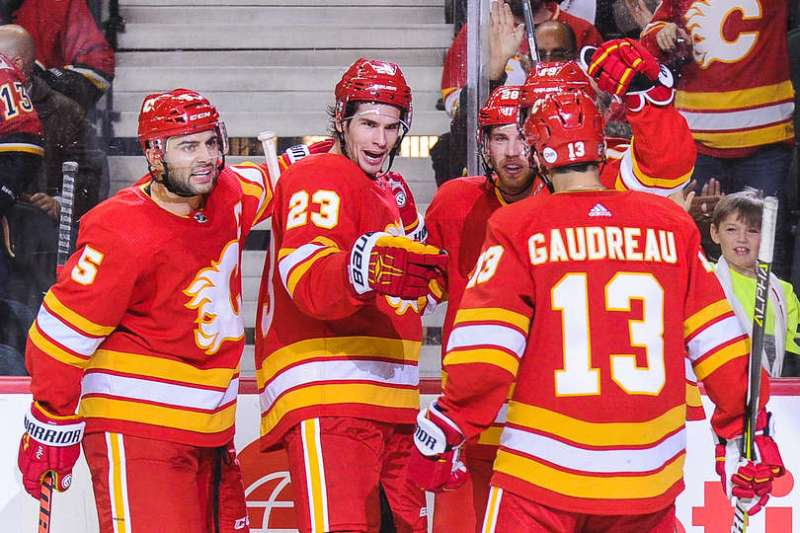 Johnny Gaudreau, Sean Monahan, Mark Giordano, Elias Lindholm celebrate a goal.