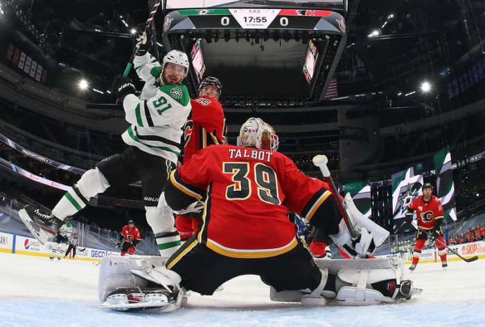 EDMONTON, ALBERTA - AUGUST 14: Noah Hanifin #55 of the Calgary Flames and Tyler Seguin #91 of the Dallas Stars vie for position in front of goaltender Cam Talbot #39 of the Calgary Flames in the first period of Game Three of the Western Conference First Round of the 2020 NHL Stanley Cup Playoff between the Dallas Stars and the Calgary Flames at Rogers Place on August 14, 2020 in Edmonton, Alberta. (Photo by Dave Sandford/NHLI via Getty Images)